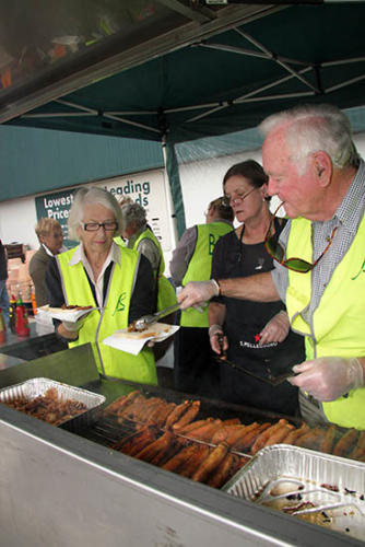 sausage-sizzle-at-bunnings-3-april-09
